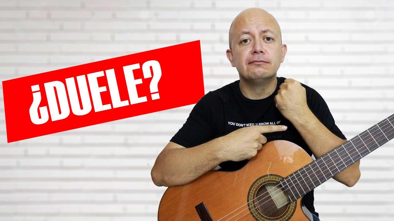 Por qué duelen la muñeca y los dedos al tocar guitarra